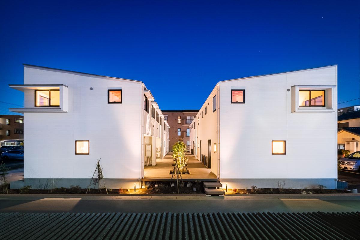 「他とは違う建物を」という想いを形にしたオーダーメイドのメゾネット集合住宅 – 宮原町ASJ集合住宅